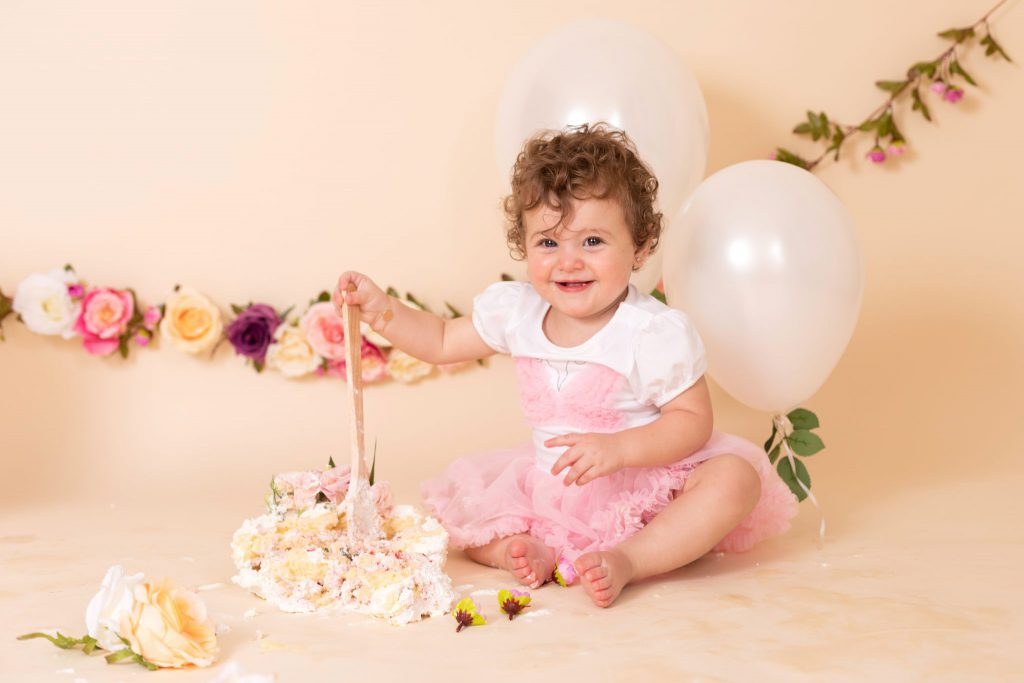 jenna_bussey_photography_dubai_cake_smash_photographer